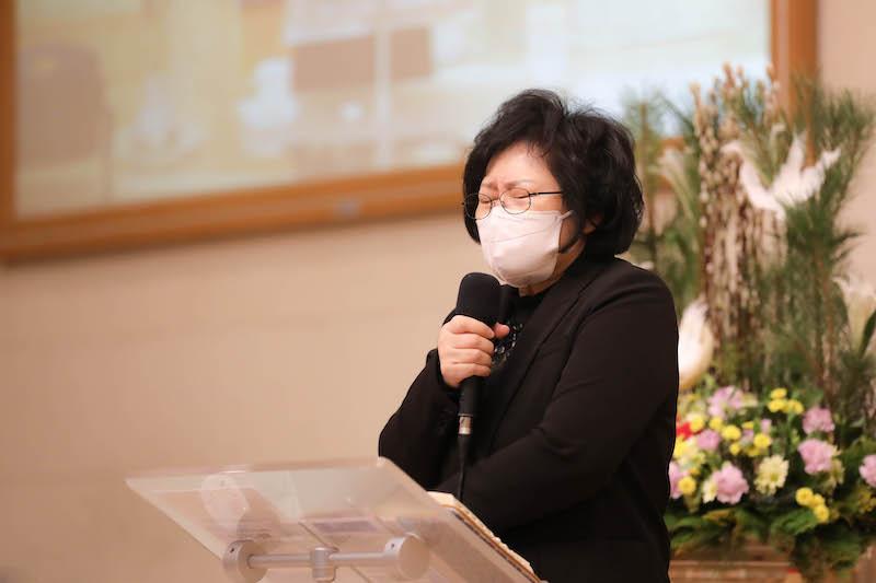 기도하는  유은숙 목사님